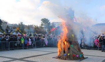 В Керчи сожгли чучело Масленицы