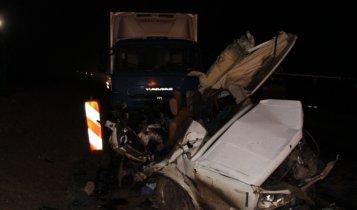 Спасатели ликвидируют последствия вчерашнего ДТП унесшего 7 жизней.