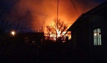 В Керчи загорелся частный дом