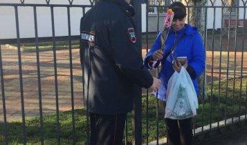В Международный женский день сотрудники ОГИБДД ОМВД России по Ленинскому району провели, ставшую уже всеми любимой, традиционную акцию «Цветы для автоледи!».