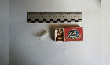 В Ленино у украинца нашли оружие и наркотики